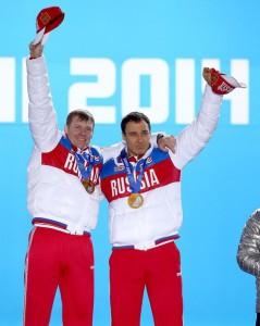 Бобслеисты Алексей Воевода и Александр Зубков - олимпийские чемпионы в двойках
