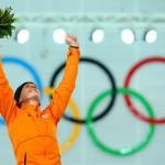 Обладательница золотой медали Ирен Вюст (Голландия) по скоростному бегу на коньках на дистанции 3000м